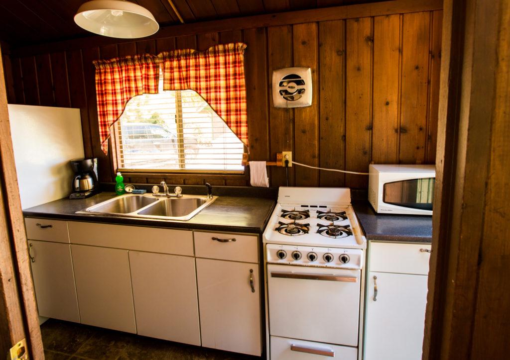 Bishop Creek lodge Rainbow Cabin kitchen