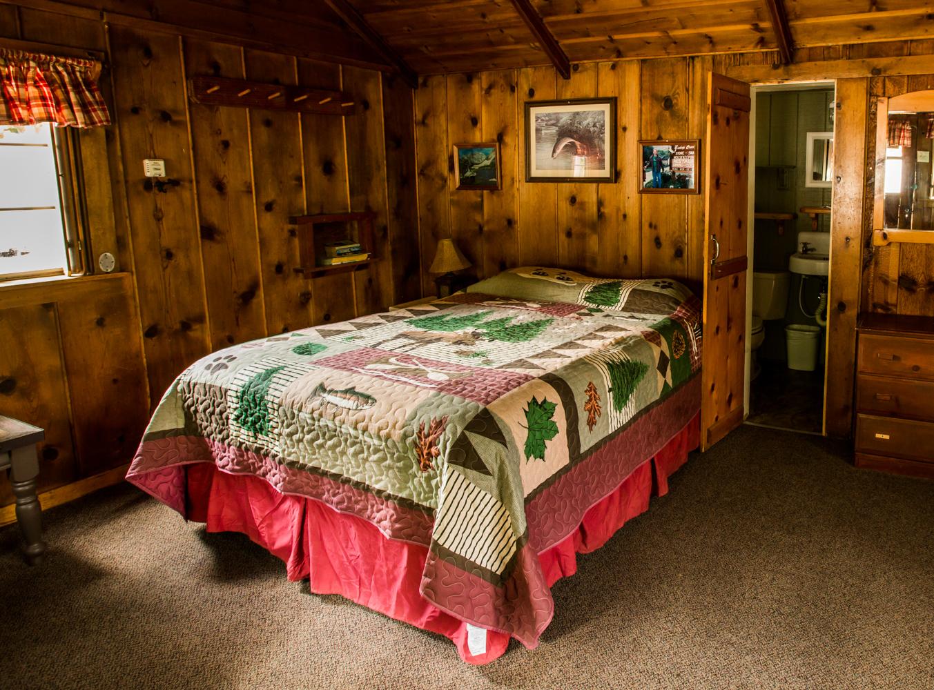 Honeymoon cabin queen bed
